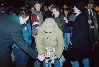 Hunt Supporters light air bombs outside Parliament to scare police horses - 16-12-02